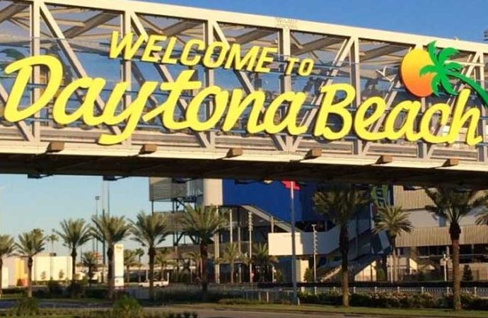 Daytona: Speedway to Fairways